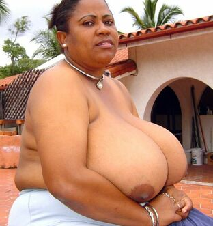 This  black mommy has a largest tits, believe to me!