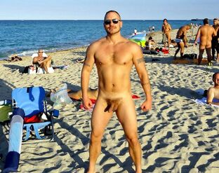 Nude dudes pictures from naturist beach